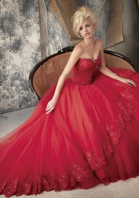 Красные пышное платья