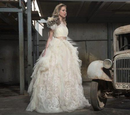 Пышное белое платье из шифона