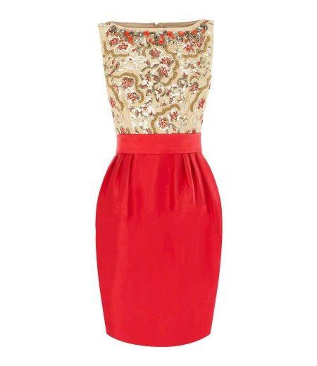 Золотое с красным платье