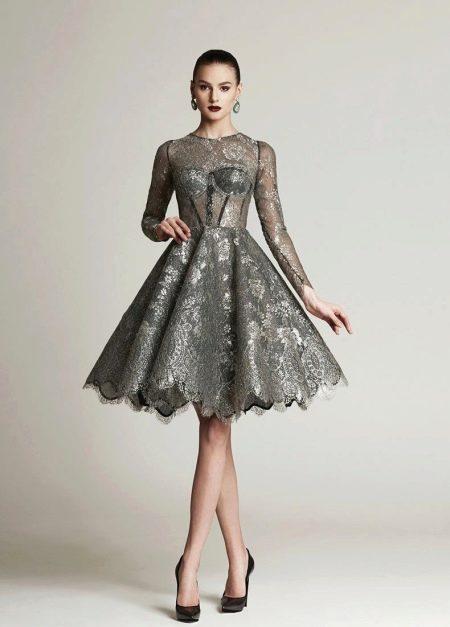 Торжественное серое платье средней длины