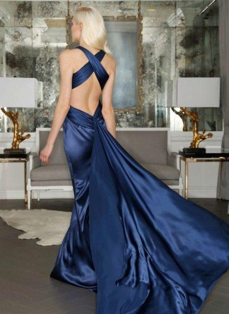 Темно-синее атласное вечернее платье