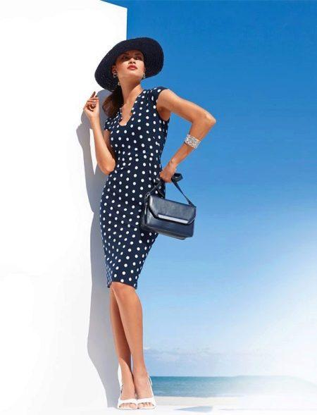 Платье в горошек и красивая женщина в шляпе
