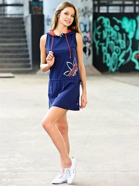 Темно-синее спортивное платье от Адидас