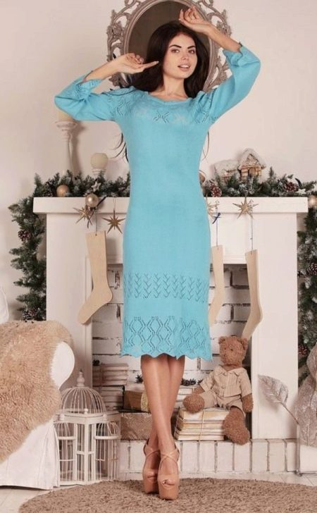 Вязаное голубое платье