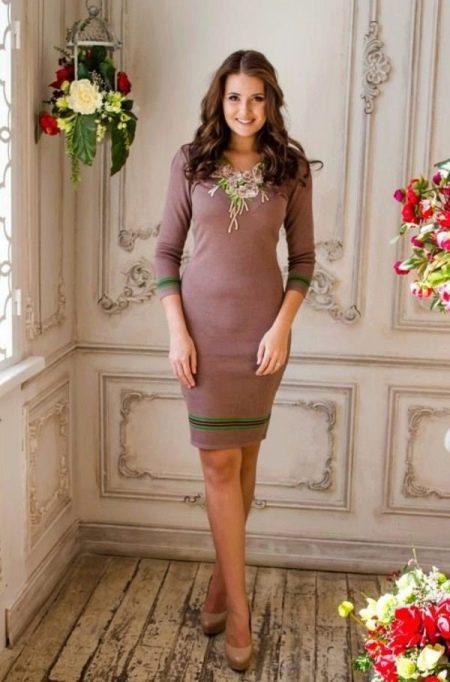 Простое вязанное платье