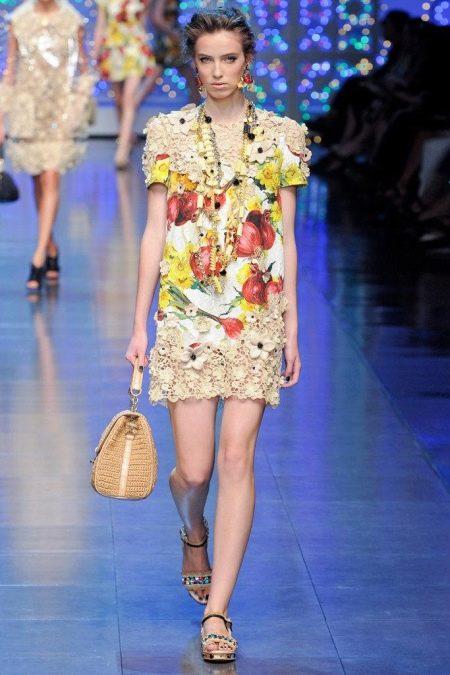 Комбинированное платье с вязаным верхом и оборкой на юбке