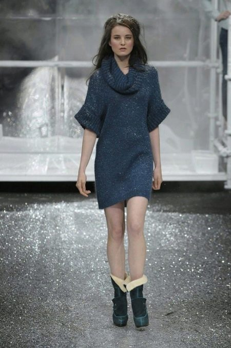 Платье-свитер вязанное