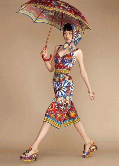 Короткое цветное платье сарафан