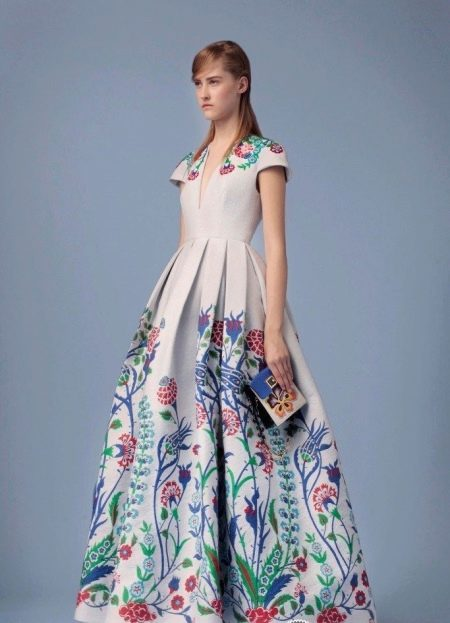 Пышное платье с принтом
