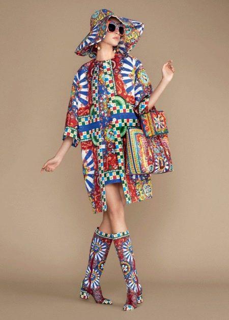Цветное платье с обувью в цвет