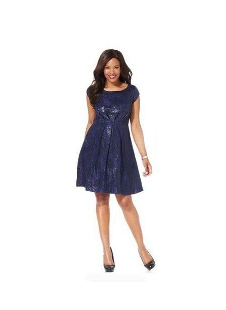 Короткое платье правильного фасона скрывающего живот ( для полных девушек)