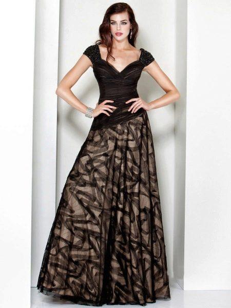 Коричневое платье разных оттенков