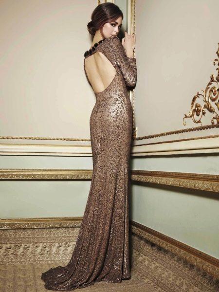 Коричневое платье с открытой спиной