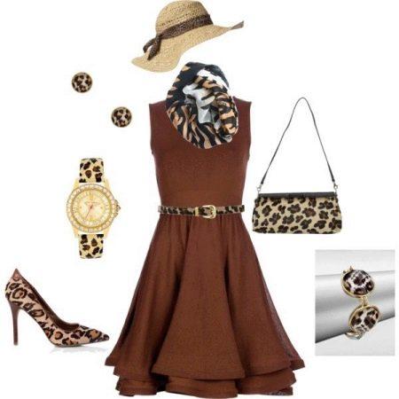 Аксессуары к короткому коричневому платью