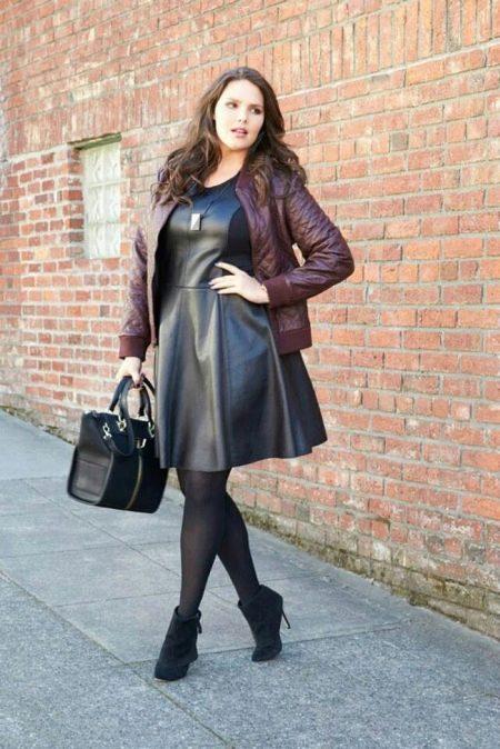 Стильное кожаное платье для полной женщины