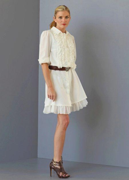 Платье-рубашка средней длины с пышным подъюбником молочного цвета
