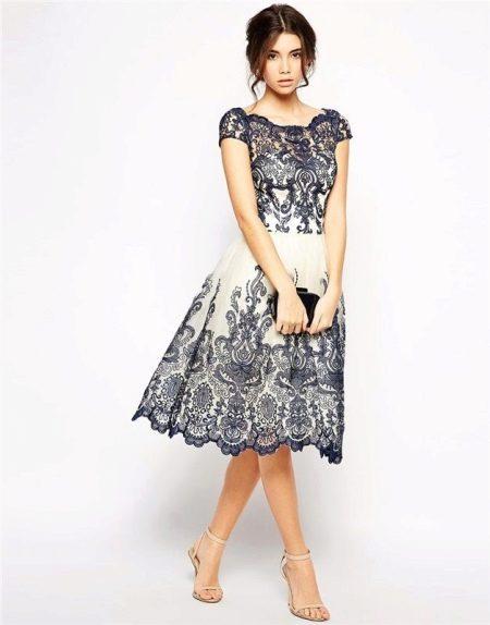 Молочное платье с темно-синим