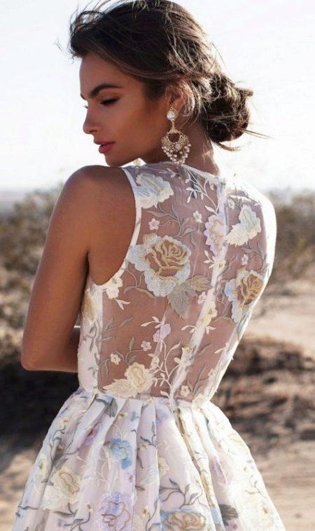Молочное платье с бирюзовой вышивкой
