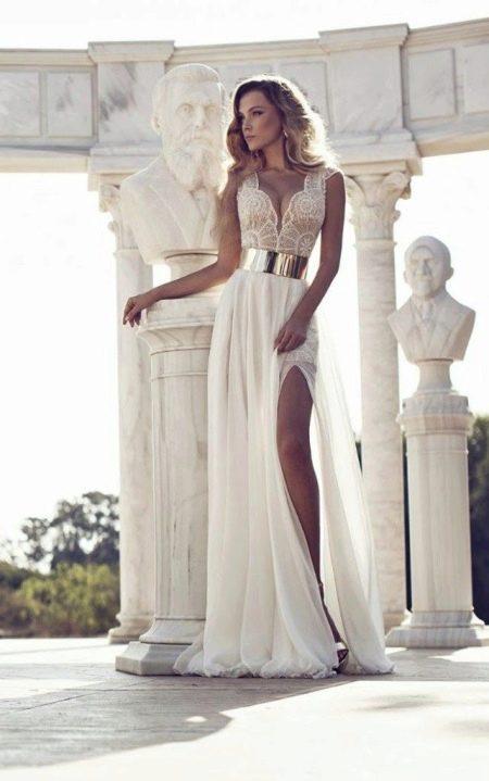 Красивое молочное платье