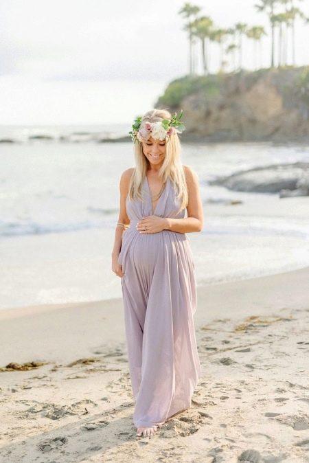 Платье для беременных с V-образным вырезом