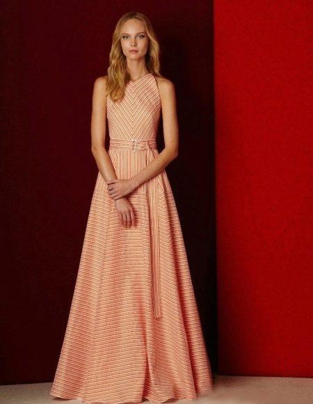 Персиковое платье А-силуэта