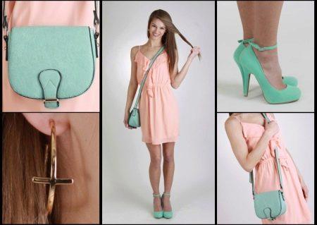 Персиковое платье с бирюзовыми аксессуарами