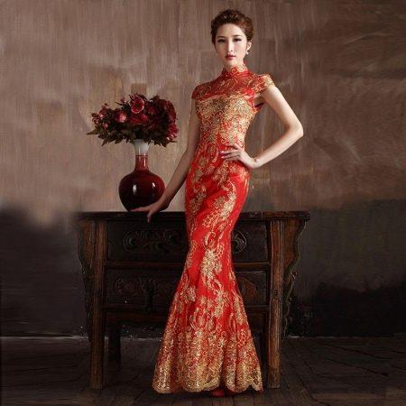 Длинное красивое платье красного цвета в китайском стиле