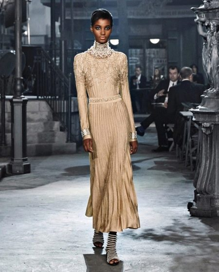 Вечернее платье с рукавами от Шанель