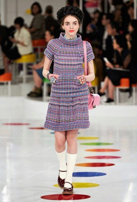 Платье из твида от Шанель короткое
