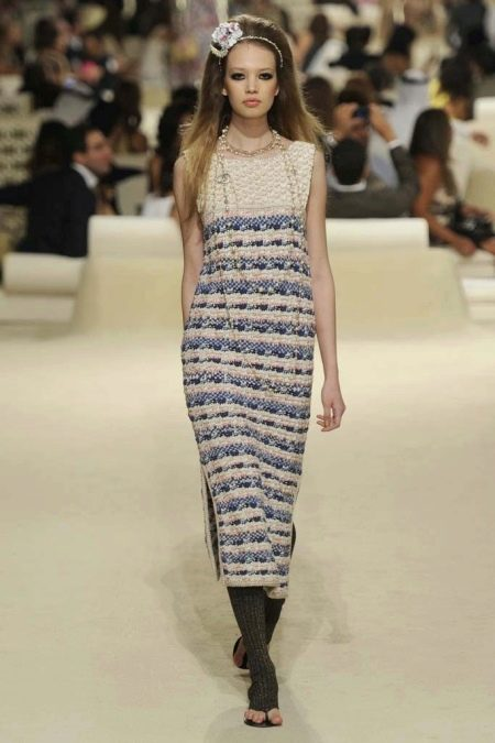 Платье из твида от Шанель миди
