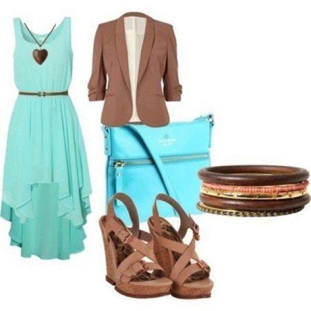 Мятное платье с коричневыми аксессуарами