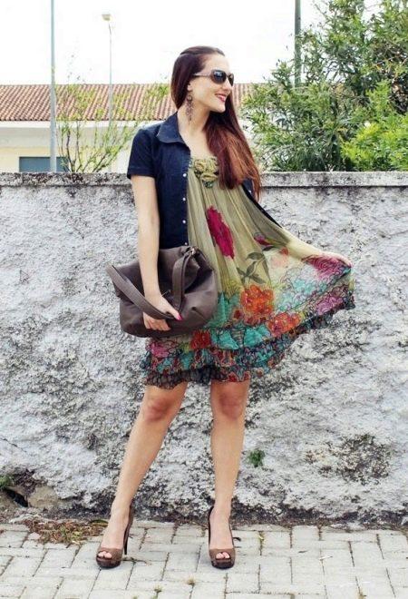 повседневное платье  с джинсовой курточкой