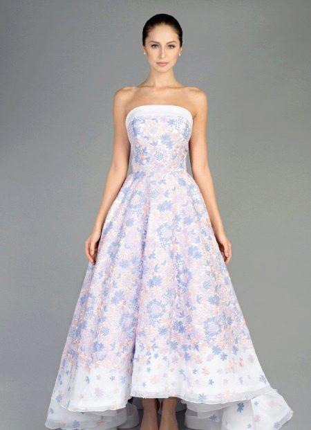 Платье с цветочным принтом А-силуэта короткое спереди длинное сзади