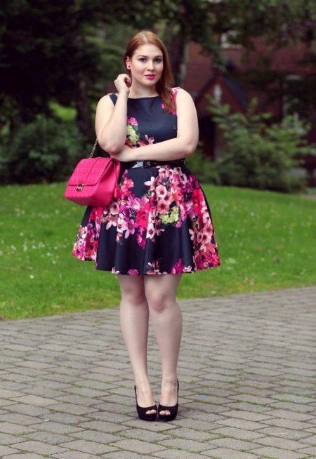 Платье в стиле нью лук с цветочным принтом