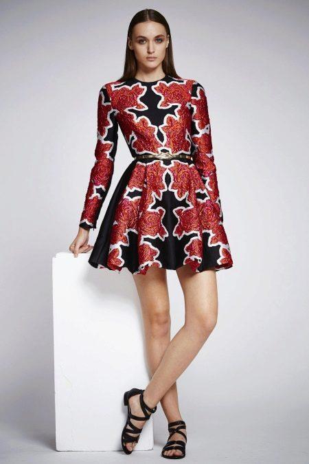 Платье а-силуэта короткое с цветочным узором