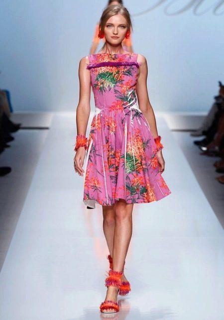 Летнее цветочное платье а-силуэта