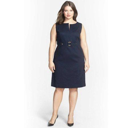 """Черное платье в деловом стиле для женщин с фигурой """"яблоко"""""""