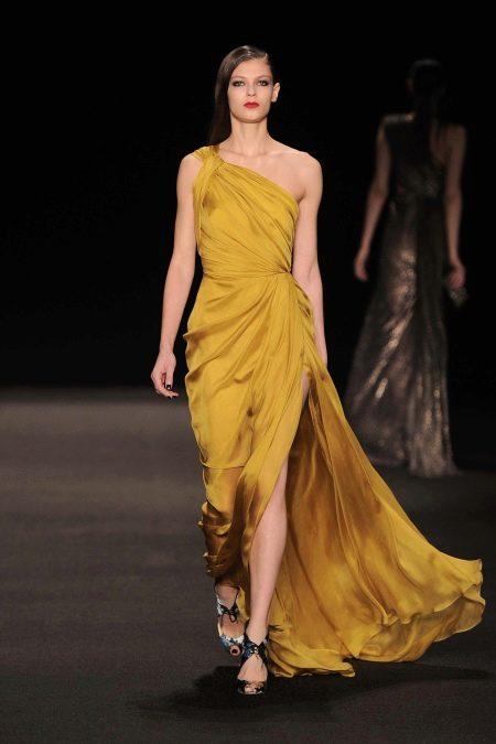 Платье в греческом стиле горчичное