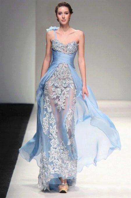 Голубое греческое платье с кружевом