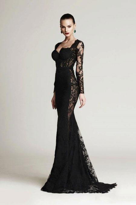 Черное платье с прозрачными вставками