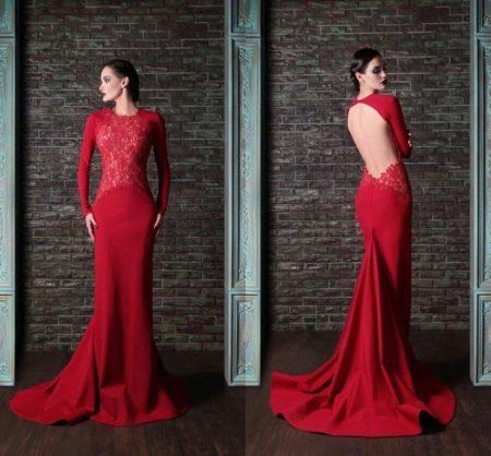 Платье с открытой спиной бордового цвета
