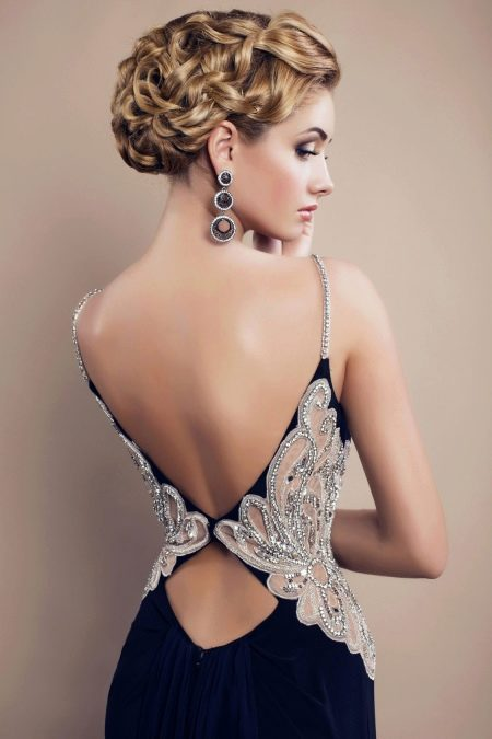 Платье в пол с двойным вырезом на спине