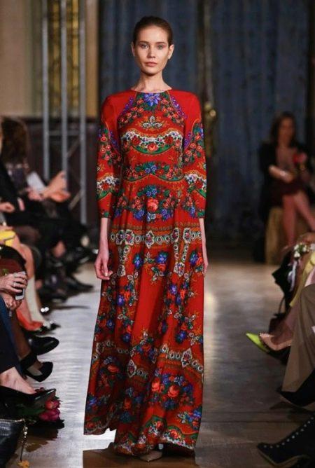 Красное платье в русском стиле