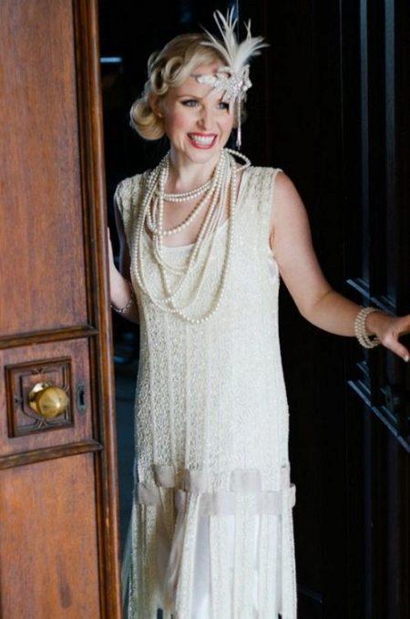 Создание образа 20-х годов при помощи аксессуаров и платья в стиле Гэтсби