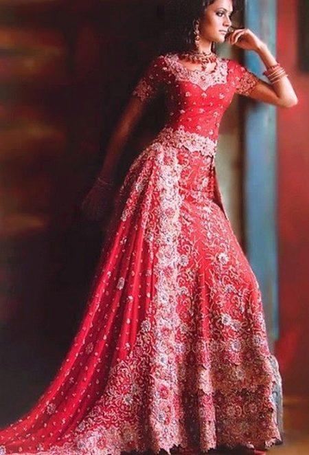 Платье в восточном стиле с национальными узорами