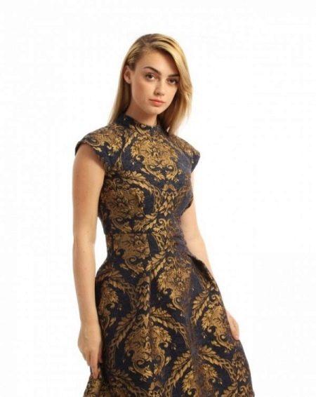 Платье в восточном стиле с золотым принтом