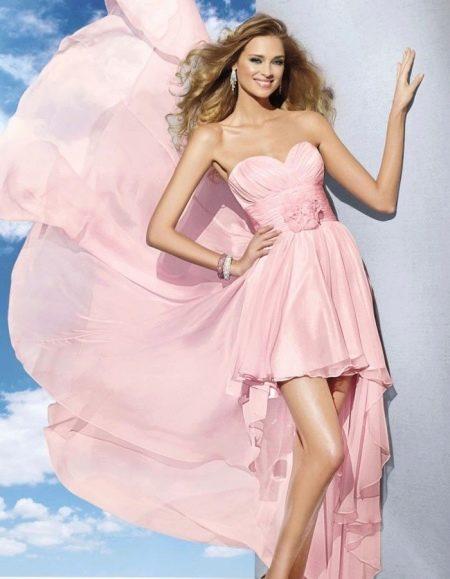 Розовое платье со шлейфом