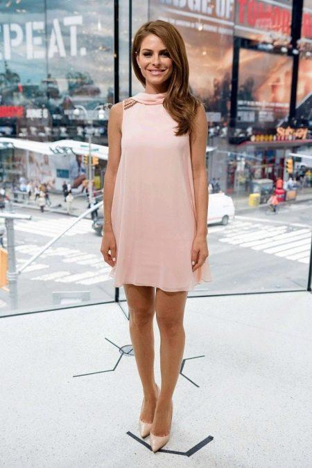 Натуральный макияж под розовое платье