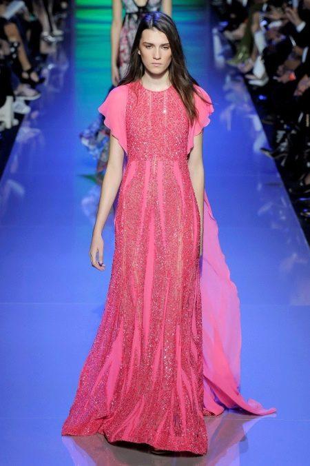 Розовое платье с коротким рукавом