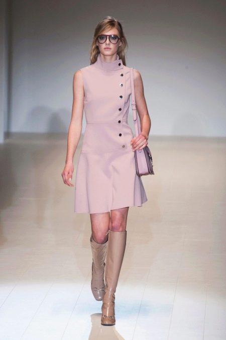 Розовое закрытое платье